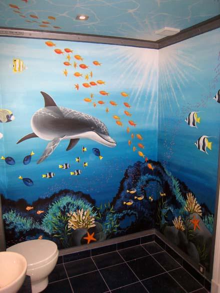 Aquarium mural painted in a children\'s bathroom in London